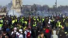 Police and 'Yellow Vest' protesters clashing with police, getting tear gassed.