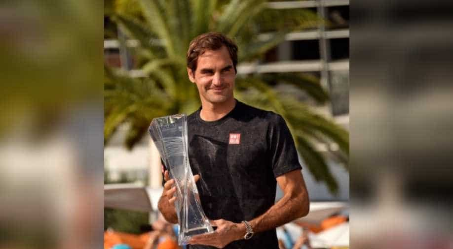 Roger Federer defeats John Isner to win Miami Masters