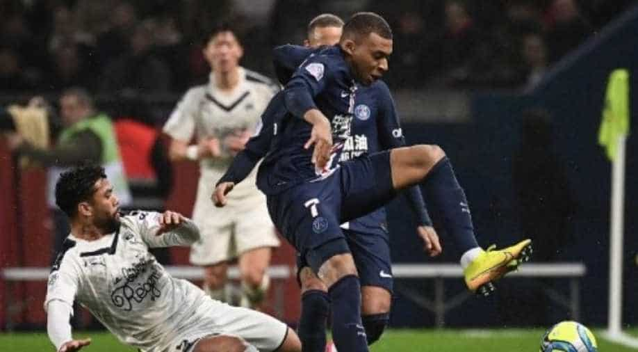 Edinson Cavani scores 200th goal for PSG