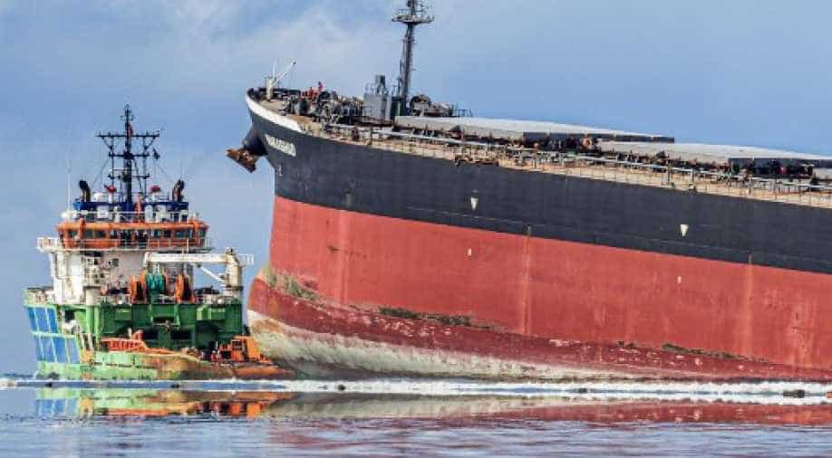 Panic After Stranded Ship Leaks Large Amounts Of Oil In Sea
