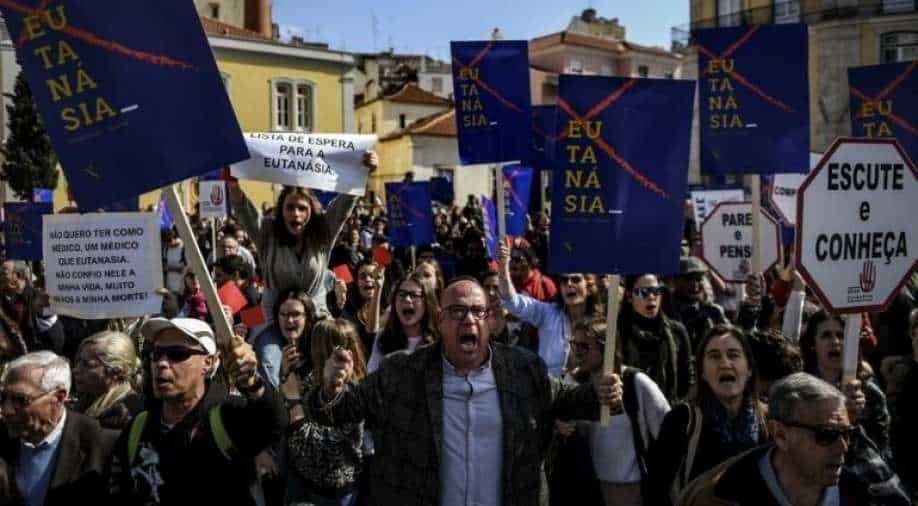 Portuguese parliament approves law to legalize euthanasia
