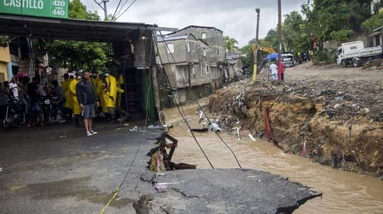 Indonesian capital Jakarta hit by deadly flooding - BBC News
