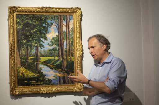 ژان پل انگلن ، معاون رئیس جمهور و همكار جهانی قرن 20 و هنرهای معاصر در حراج خانه فیلیپس ، با او صحبت كرد