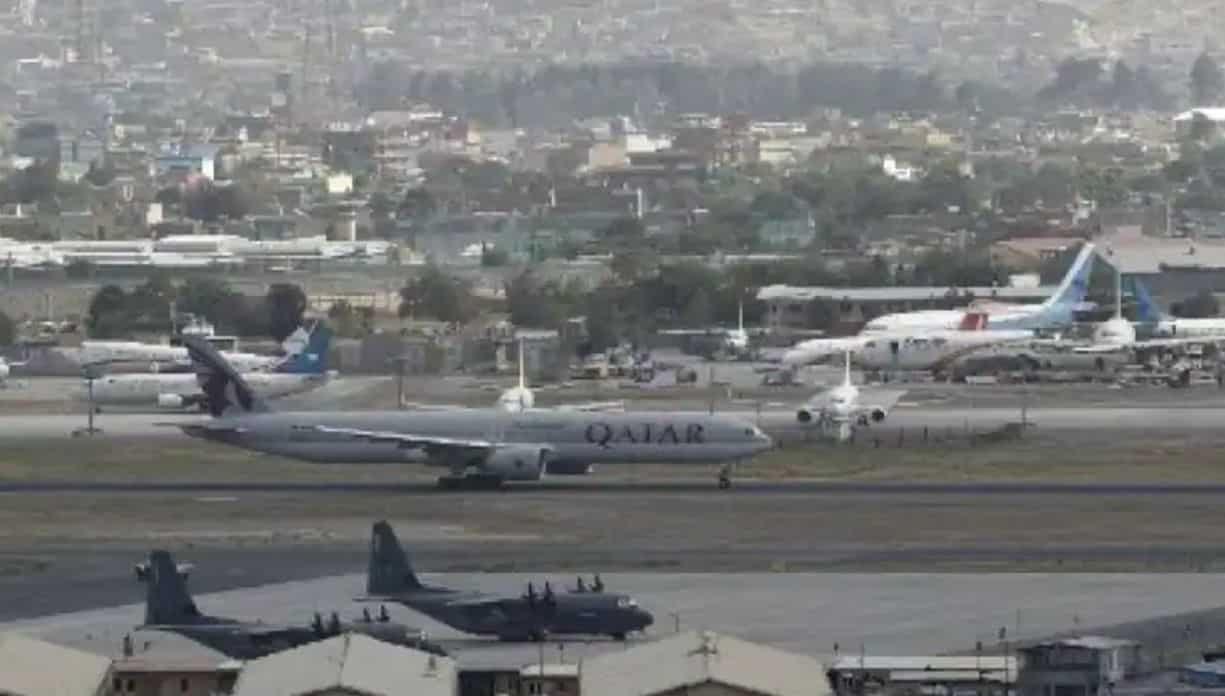 Katar wysłał samolot z zespołem technicznym na pokładzie do Kabulu w środę wieczorem, aby wznowić operacje po wycofaniu się USA z Afganistanu.