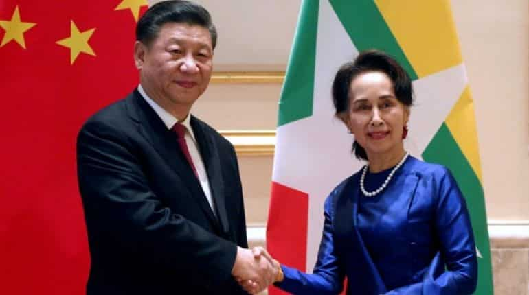 Chinese President Xi Jinping and Myanmar's State Counsellor Aung San Suu Kyi