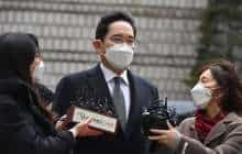 Lee Jae-yong (C), vice chairman of Samsung Electronics, arrives at a court for a trial