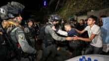(File Photo) An Israeli border policeman scuffles with a Palestinian protester during clashes amid ongoing tension ahead of an upcoming court hearing in an Israeli-Palestinian land-ownership dispute in the Sheikh Jarrah neighbourhood of East Jerusalem May 3, 2021